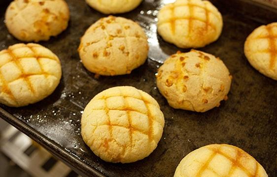 焼きたてのメロンパンの画像